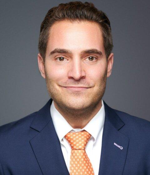 Portrait of Attorney Lee London